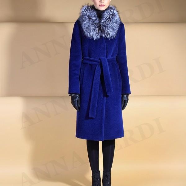 На фото пальто Анна Верди