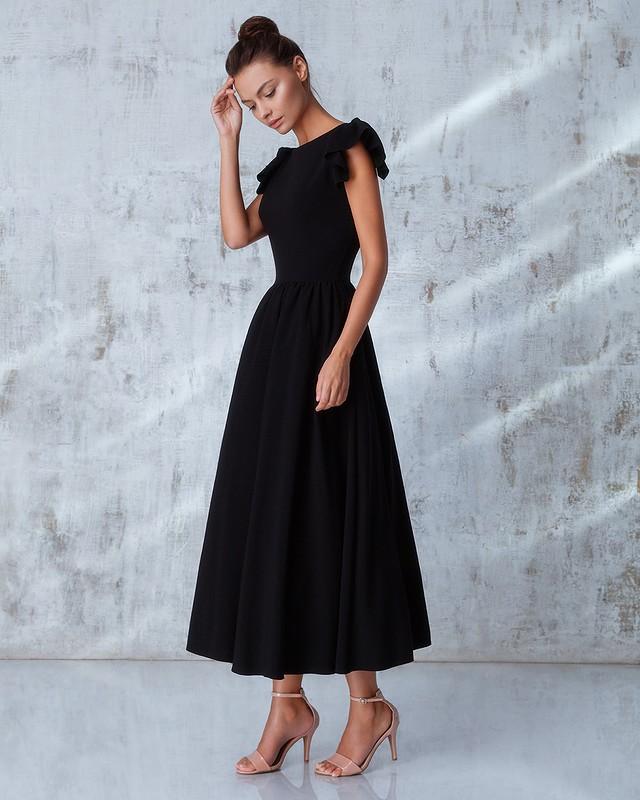 23aebd4dac1 Одна из современных новинок – кожаное или замшевое платье с юбкой солнце и  длинным рукавом.