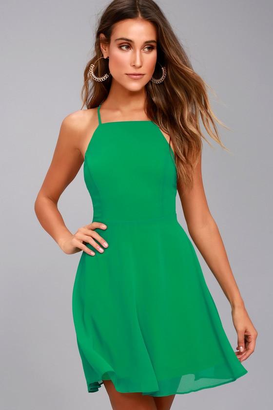 d9d4d6eb4a1 В 2019 году зеленые новогодние платья пользуются большой популярностью. В  этом выпуске узнаем о самых актуальных моделях в этом цвете и посмотрим их  на ...