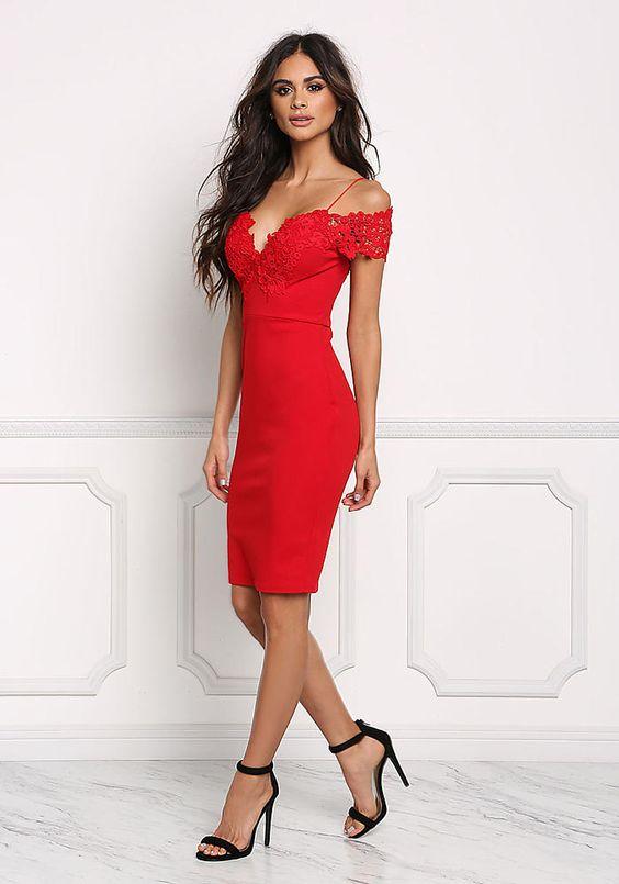 Новогоднее красное платье: модели 2019 года