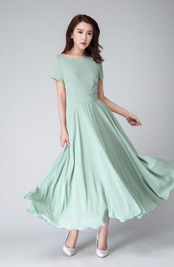 6df9a33f49e Современные длинные платья из шифона задают тон и летним коллекциям. В  основном – это полупрозрачные пляжные модели. Если короткий фасон больше  похож на ...