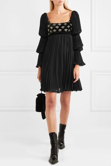 5eff4e28d69 ... короткий фасон и сдержанные расцветки. Греческое платье может оголять  одну из частей тела – ногу