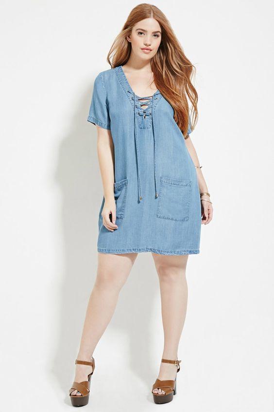 ddf6f26281f Девушки с пышными формами выбирают стильные джинсовые платья свободного  фасона. К ним относятся такие модели