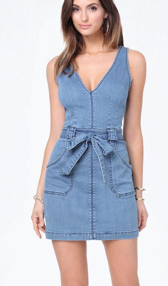2cb9080334b Стирать и утюжить изделия из джинсовой ткани просто. Хранят платье в шкафу  аккуратно сложенным на полочке или повесив на плечиках.