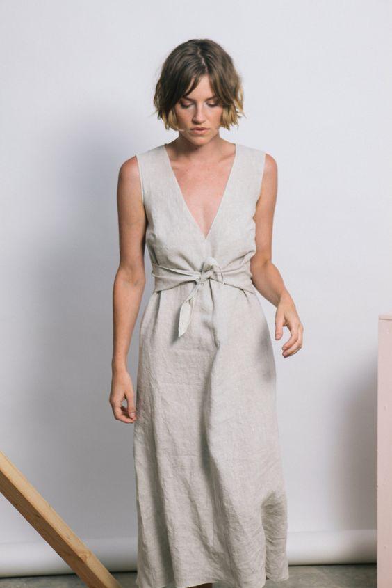 b0086fee2 Этот выпуск посвящен такому тренду, как льняные платья неспроста.  Рассматривая множество новинок этого года, скажем, что лен стал немного  забываться.
