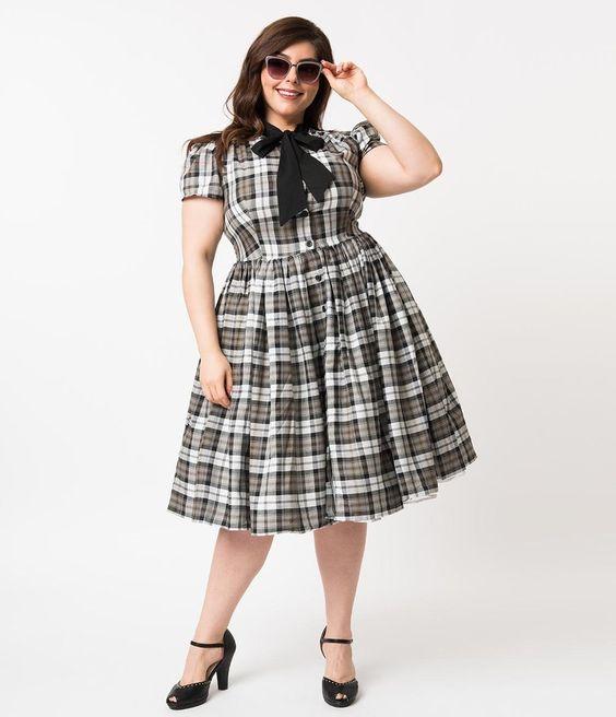 0d99a2c9924034e Оно, несмотря на офисный стиль, выглядит необычно. Особенно, если изделие  больше напоминает удлиненный жилет. Такое платье в клетку без рукавов  рекомендуют ...