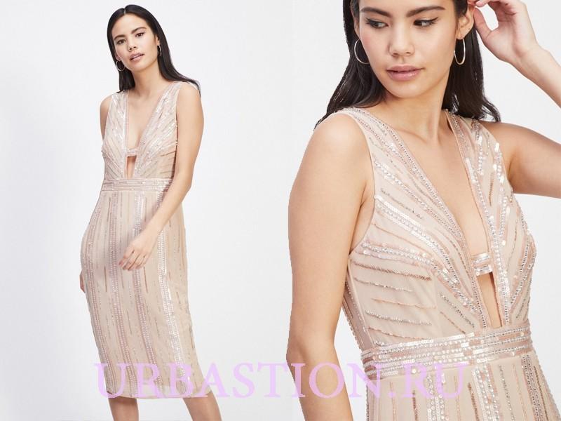2768f298f35 Выше  еще один вариант блестящего приталенного платья с глубоким декольте.  Оно будет смотреться на высокой и стройной девушке. Если у девочки пышный  бюст